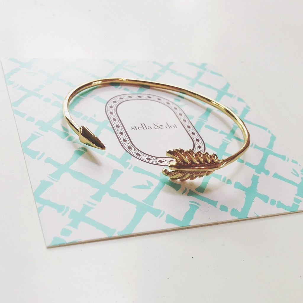 Stella & Dot arrow